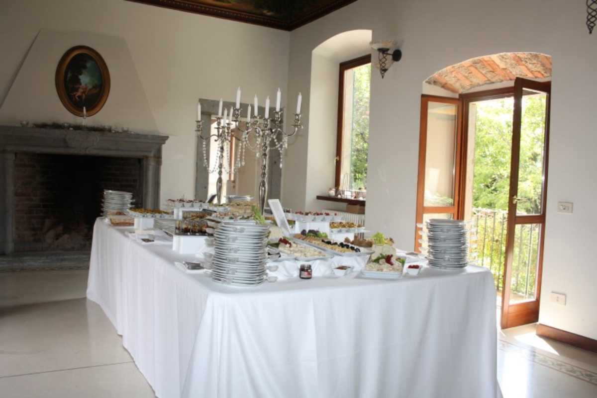 Buffet in stile belle epoque con candelabro
